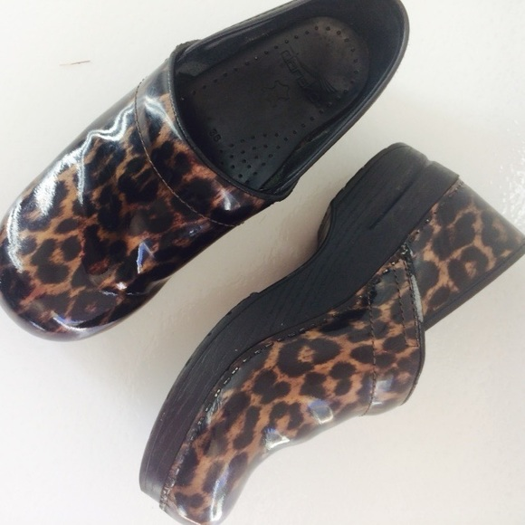 9181d828751 Dansko Cheetah Animal Print Clogs